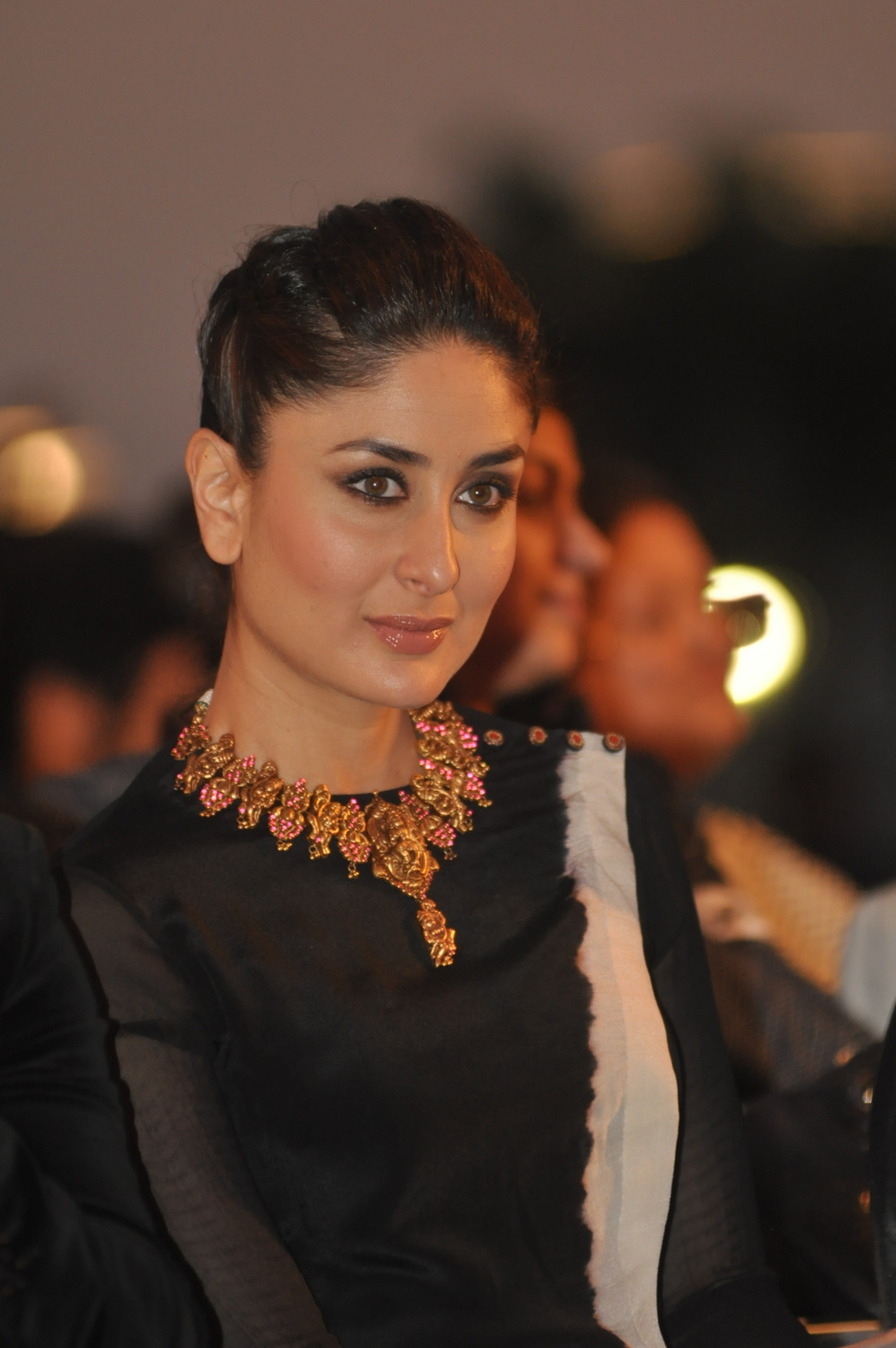 kareena kapoor in temple jewellery set