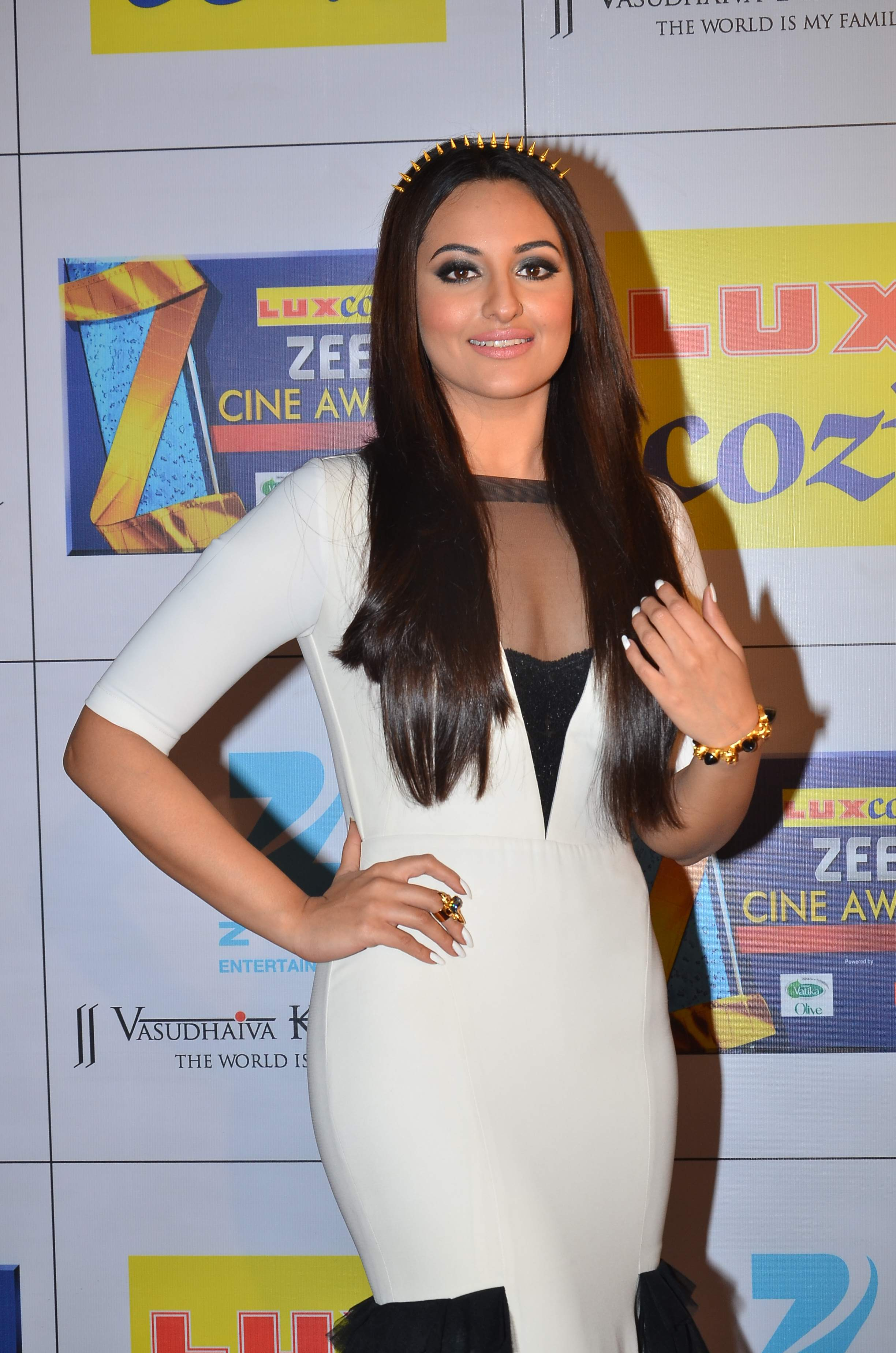 sonakshi sinha in manish arora