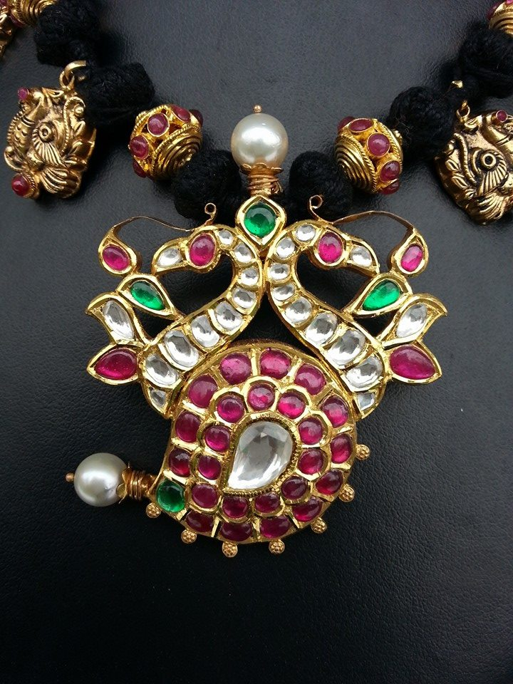 kundan ball necklace