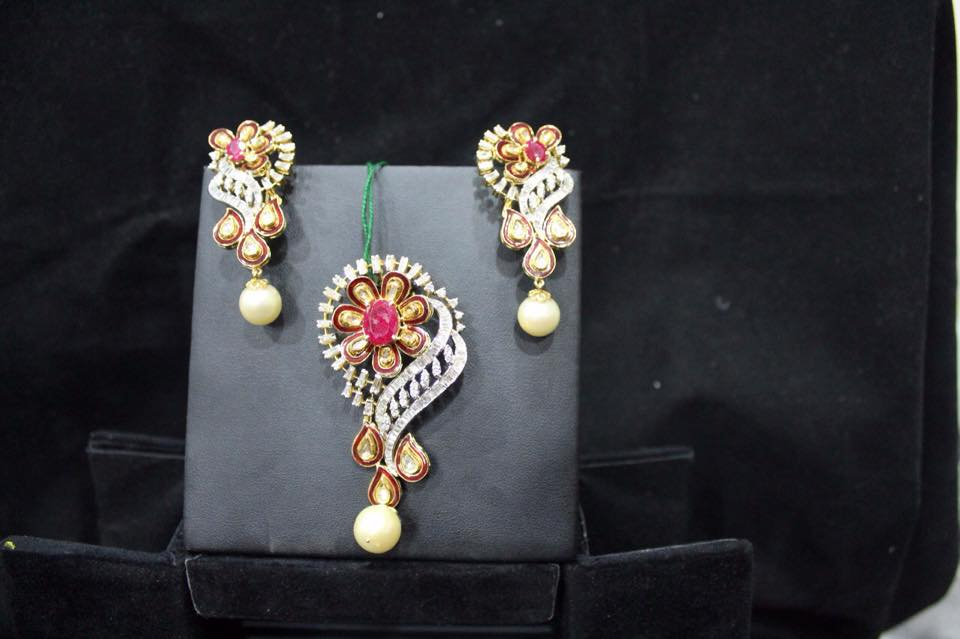 Pendant sets with earrings boutiquedesignerjewellery pendant sets with earrings aloadofball Image collections